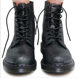 Dr. Martens pebbles leather women's 1460 boots